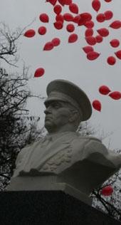 Бюст создателю ВДВ СССР установлен в Херсоне