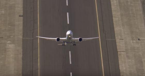 Boeing 787-9 Dreamliner совершил уникальный вертикальный взлет