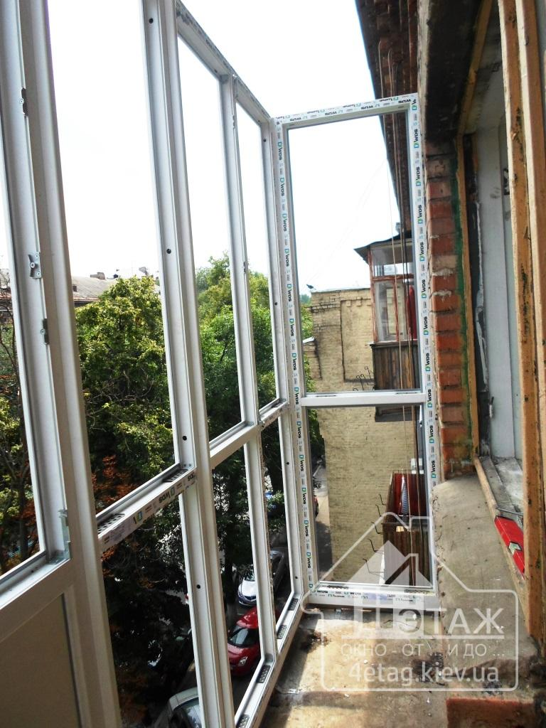 """Французский балкон в профиле WDS, остекление под ключ в компании """"4 этаж Окно От и До"""""""