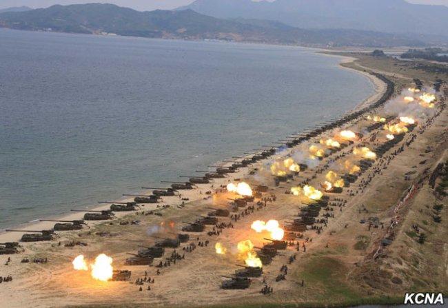 Опубликованы фото грандиозной «ударной демонстрации» артиллерии Северной Кореи