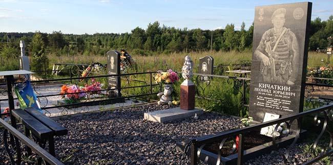 На кладбище российских десантников убитых в Донбассе появились новые могилы