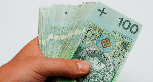 Через які банки зручніше передати гроші з Польщі в Україну