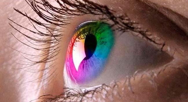 Цветные контактные линзы: корректируем зрение и стильный имидж